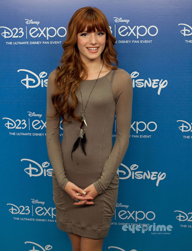 """Bella Thorne : """"Shake It Up"""" Panel at ディズニー Expo in Anaheim, August 21"""