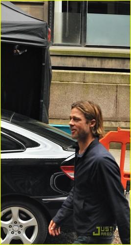 Brad Pitt Rescues Injured 'World War Z' Extra