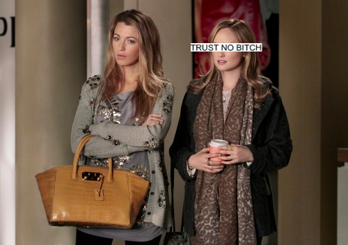 Girls of Gossip Girl দেওয়ালপত্র probably containing an outerwear called Charlie rhodes