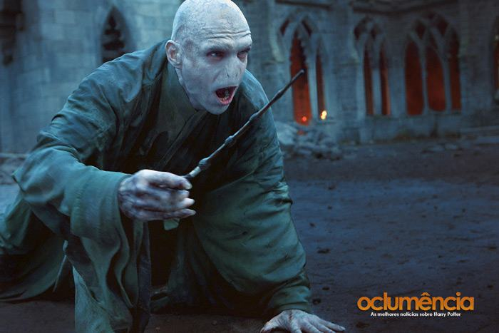 http://images5.fanpop.com/image/photos/24800000/Deathly-Hallows-Part-2-harry-potter-24894019-700-467.jpg