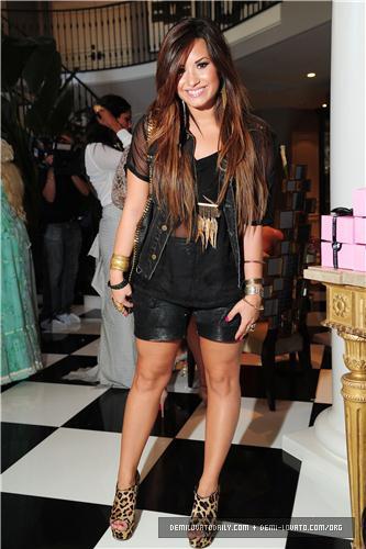 Demi - Kim Kardashian's Bridal chuveiro - August 2011