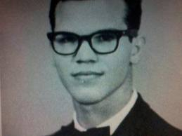 Do u guys think this is taylor lautner uncle?