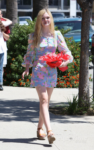 Elle Fanning out for lunch in Hollywood, Aug 25