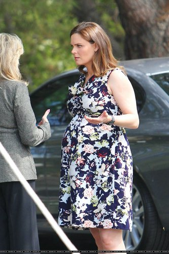 "Emily Deschanel wallpaper called Emily On the Set of ""Bones"" - August 22, 2011"