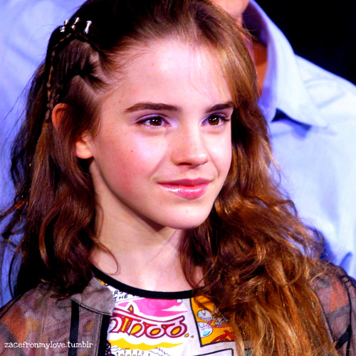 Harry Potter پیپر وال possibly containing a portrait titled Emma Watson