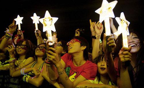Hayley Williams' Tour Diary Part 2: Hong Kong!
