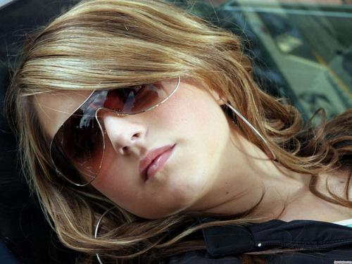 JoJo Levesque वॉलपेपर containing sunglasses entitled Jojo