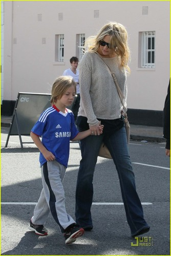 Kate Hudson: 축구 Game with Ryder and Matthew!