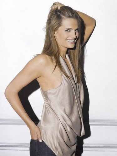 Kate Beckett karatasi la kupamba ukuta probably with attractiveness, a chemise, and a playsuit entitled Kate