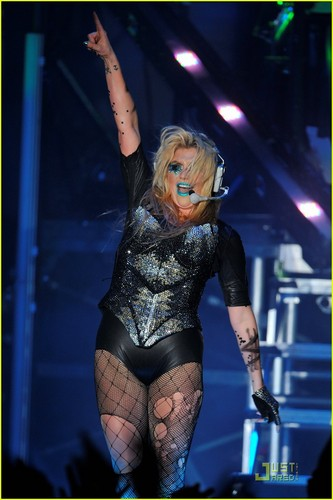 Ke$ha Reaches 2 Million Twitter Followers!