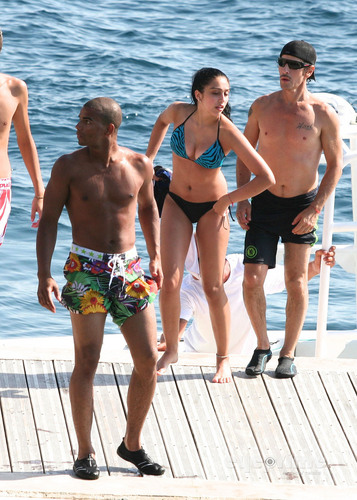 Lourdes Ciccone Leon wallpaper possibly containing a bikini, swimming trunks, and a bather titled Lourdes Leon on holiday in Nice, France, Aug 26