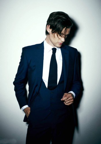 Matt Smith 壁纸 containing a business suit, a suit, and a double breasted suit called Matt