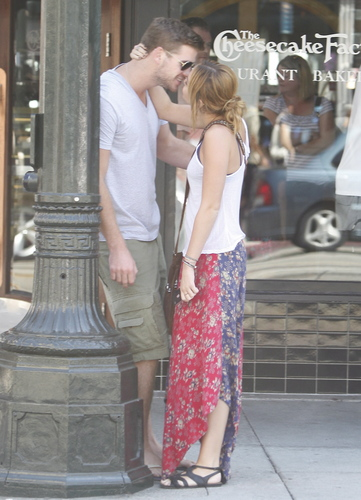 Miley~25. August- At the Cheescake Factory with Liam