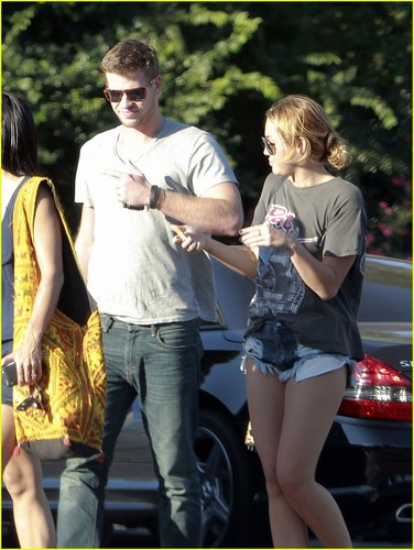 Miley & Liam out in LA