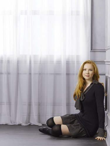 molly quinn achtergrond with a window zitplaats, stoel and a living room entitled Molly Quinn - kasteel Season 4 Promotional foto's