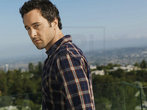 Alex O'Loughlin karatasi la kupamba ukuta called New TV Guide Outtakes <3