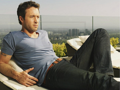 Alex O'Loughlin achtergrond containing a business suit entitled New TV Guide Outtakes <3