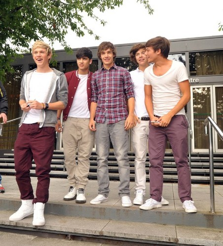 New picha of 1D on the radio in Dublin!