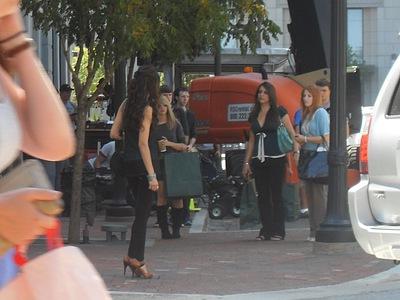 New 照片 of Nina on set of season 3!