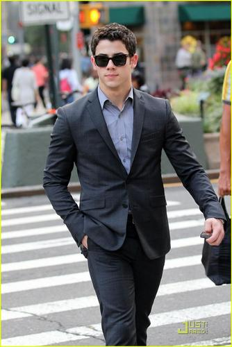 Nick Jonas Out in NYC (08.25.2011) !!!