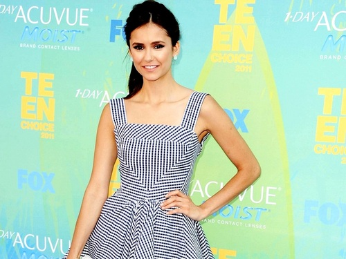 Nina Dobrev wolpeyper probably containing a hapunan dress, a gown, and a dress called Nina Dobrev wolpeyper ❤