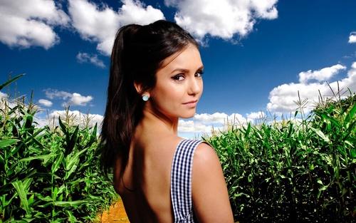 Nina Dobrev achtergrond ❤