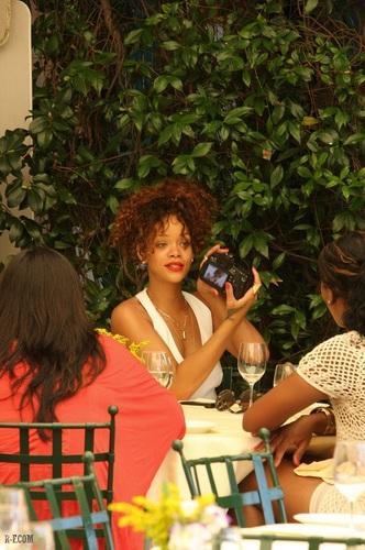 রিহানা - At a restaurant in Porto Fino - August 24, 2011