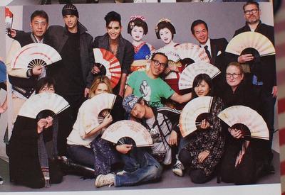 SCAN: Bill, Tom y Tokio miembros del personal del hotel!