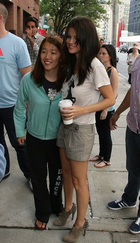 Selena - Arriving to the studio of KiSS 92.5 in Toronto - August 24, 2011