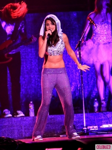 Selena Fomez At Darien Lake