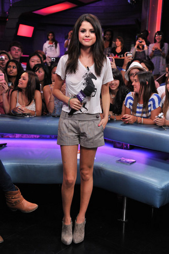 "Selena - MuchMusic's ""New musique Live"" - August 24, 2011"