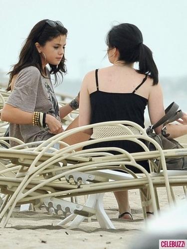 Selena On The spiaggia