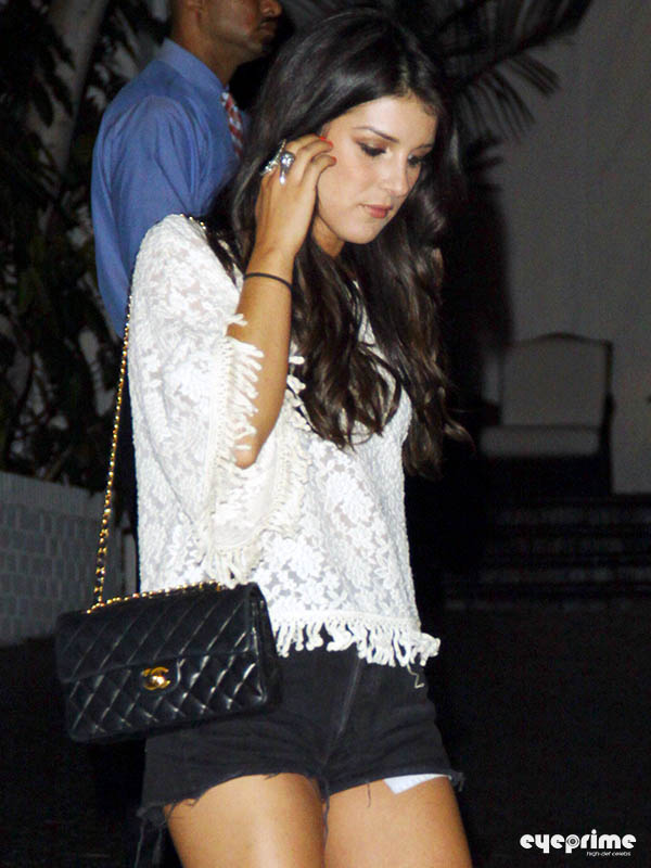 Shenae Grimes outside istana, chateau Marmont in Hollywood, Aug 26