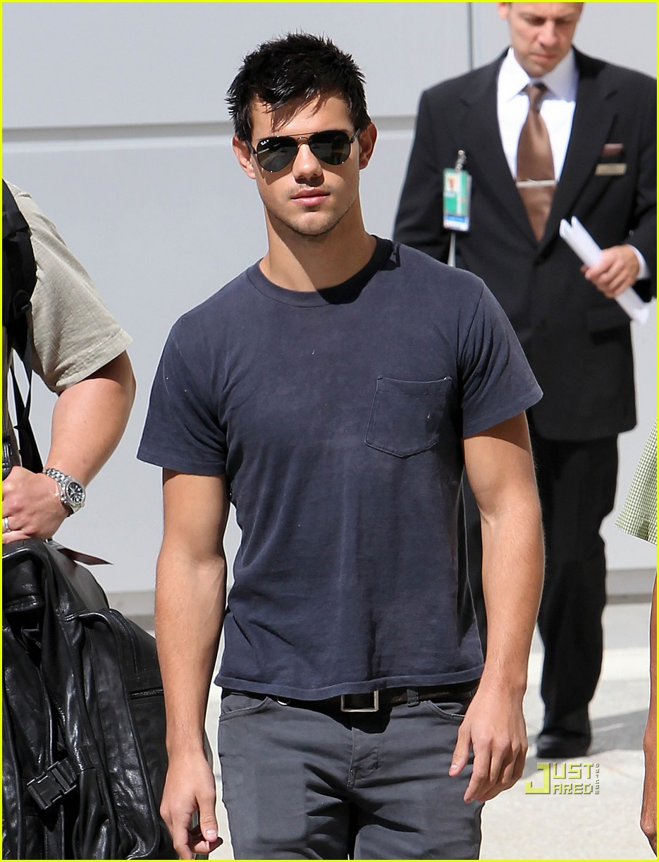 Taylor Lautner & Newlywed Kim Kardashian: VMAs Seatmates!