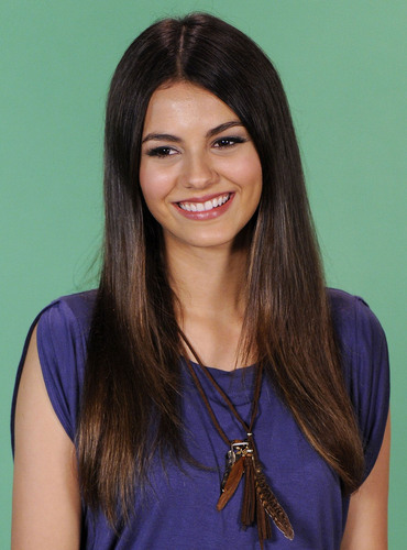 """Victoria Justice visits MTVs """"10 on Top"""" in NY, August 25"""