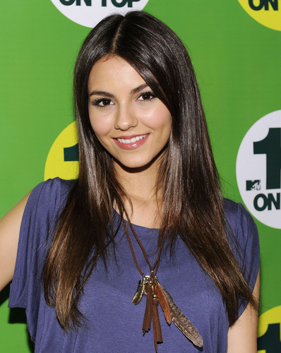 "Victoria Justice visits MTVs ""10 on Top"" in NY, August 25"