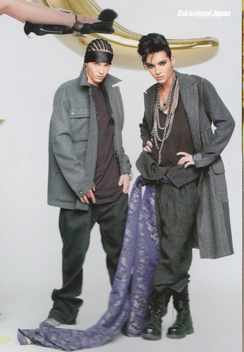 Tom & Bill Kaulitz 壁纸 possibly containing a well dressed person called WWD