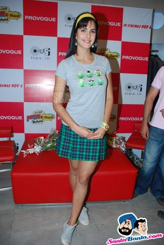 Katrina Kaif karatasi la kupamba ukuta possibly with bare legs, hosiery, suruali moto, hot pants, and suruali ya moto titled cute katrina