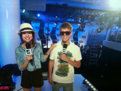 Jelena at the VMA's :)