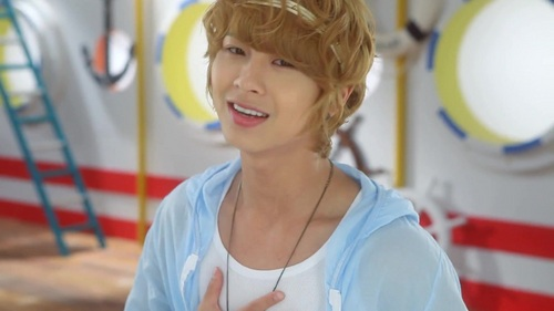 my boyfriend name minwoo(just kidding)