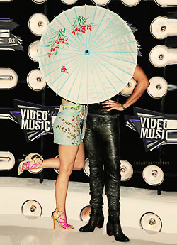 Katy Perry & Russell Brand @ the 2011 mtv VMAs