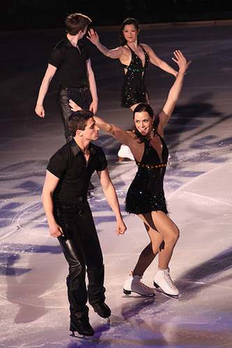 Tessa Virtue & Scott Moir wallpaper entitled 2011 Stars On Ice - Vancouver - © Brett Barden