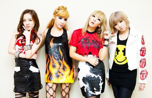 http://images5.fanpop.com/image/photos/24900000/2NE1-2ne1-24949731-500-324.jpg