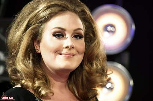 Adele Hintergrund possibly containing a portrait titled Adele @ MTV VMA 2011