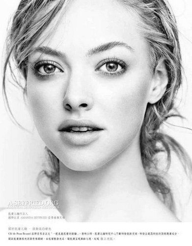 amanda seyfried wallpaper containing a portrait entitled Amanda in 'Elle' magazine [Taiwan August 2011 issue]