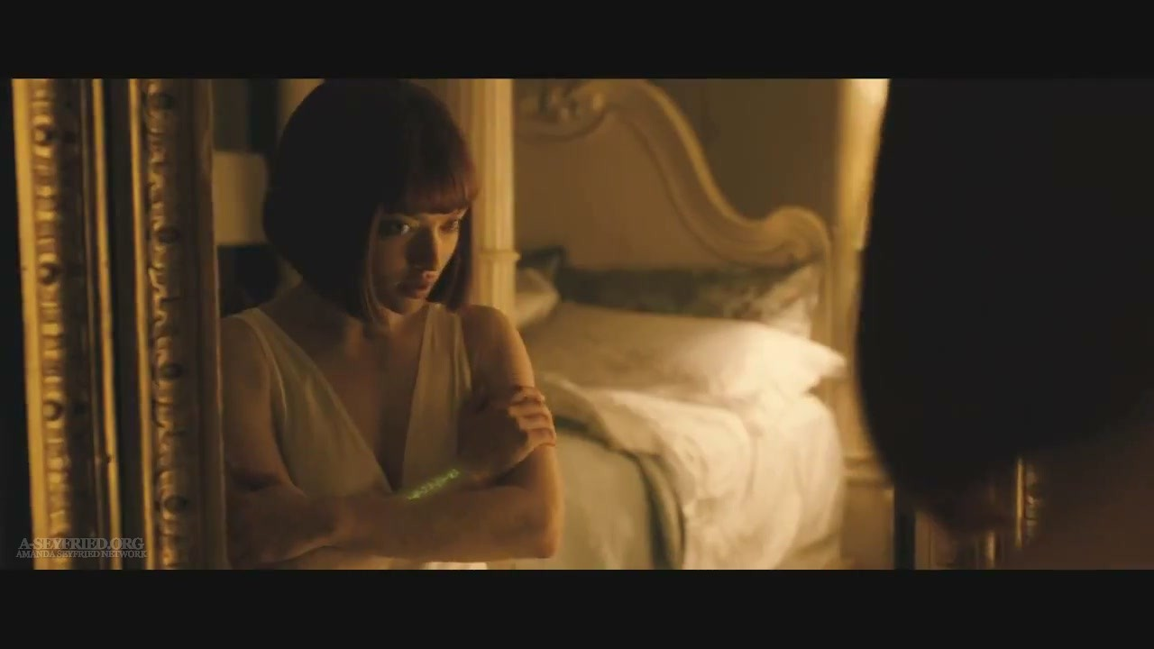 "Amanda in ""In Time"" [HQ Trailer screencaps]"