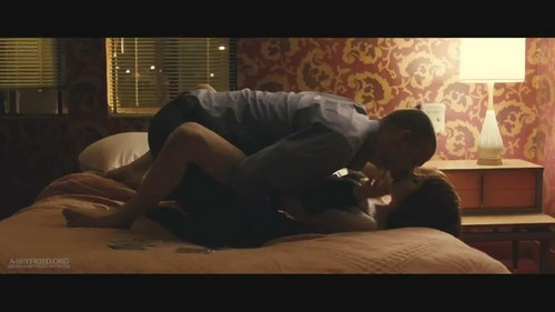 """Amanda Seyfried wallpaper with a family room, a living room, and a den called Amanda in """"In Time"""" [HQ Trailer screencaps]"""