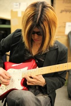 Anzi (guitar)