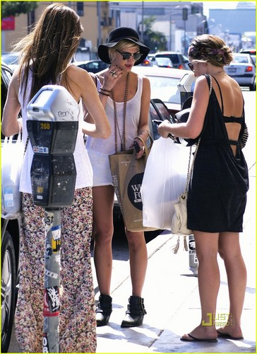 Ashlee Simpson: Flea Market Shopping