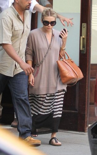Ashley -  Leaving her New York City hotel, July 7, 2011